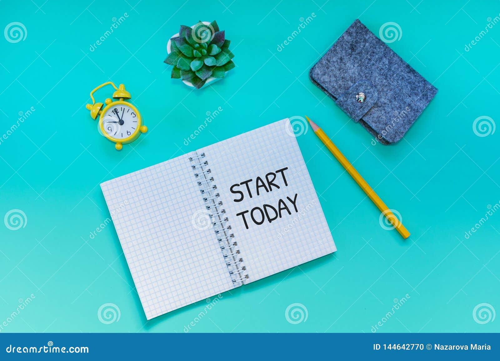 Desktop ανοικτό σημειωματάριο με την έναρξη επιγραφής σήμερα