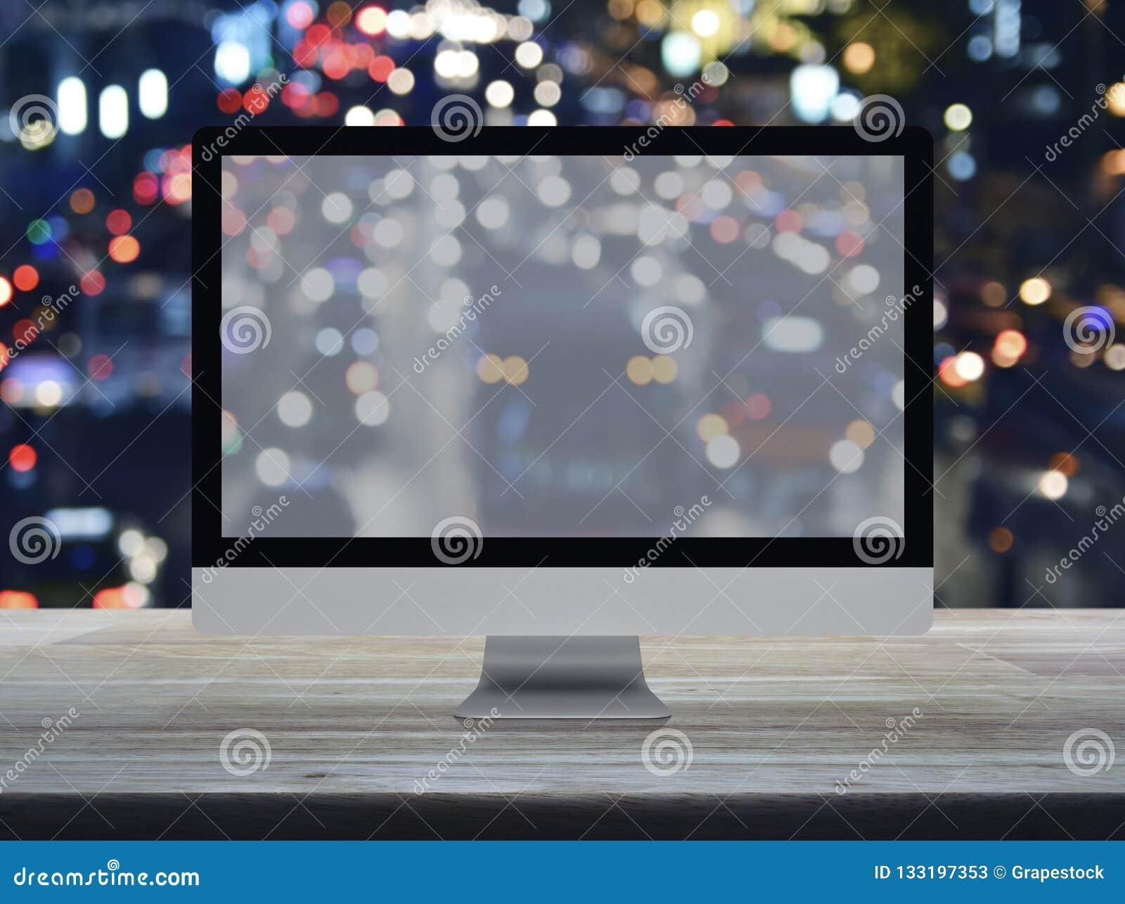 Desktop σύγχρονο όργανο ελέγχου υπολογιστών με την ευρεία οθόνη στον ξύλινο πίνακα