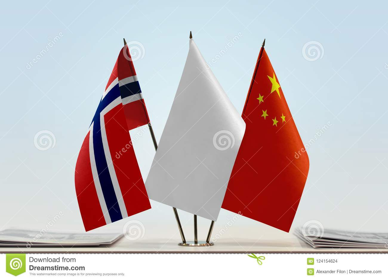 Flags of Norway and China