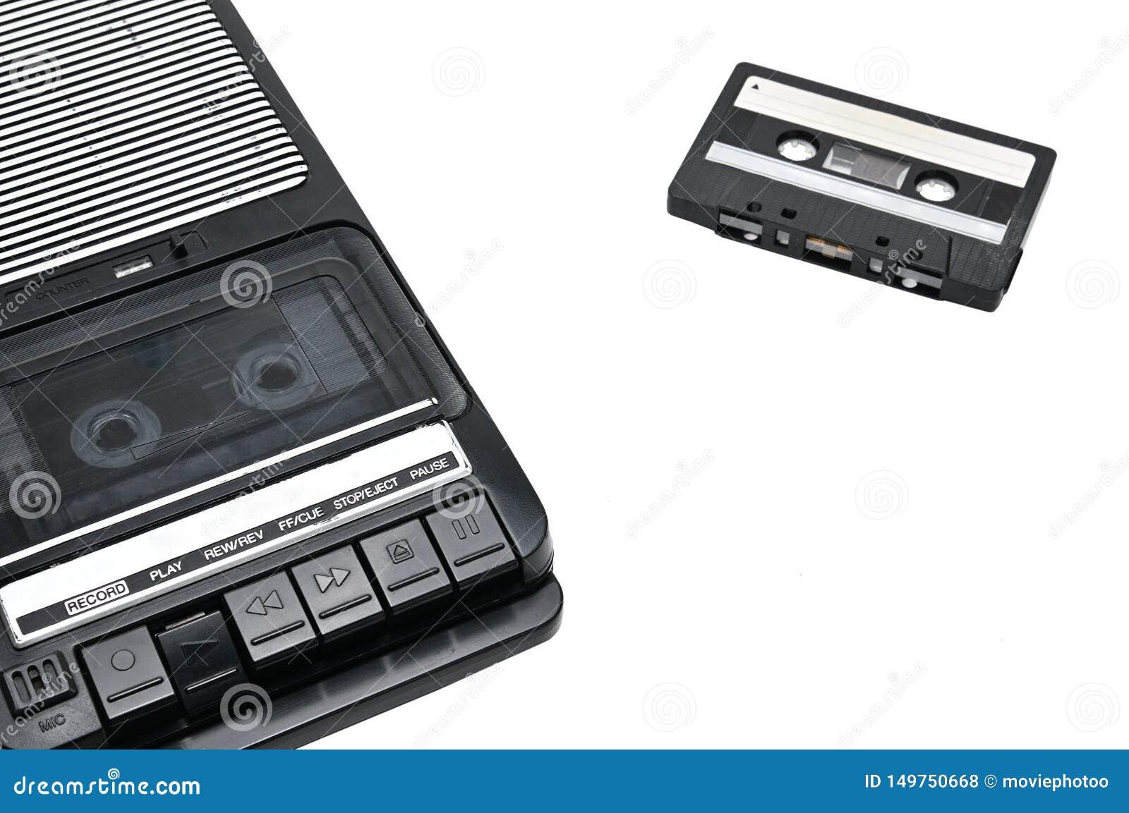Desktoptype cassetterecorder de van weleer op wit geïsoleerde achtergrond