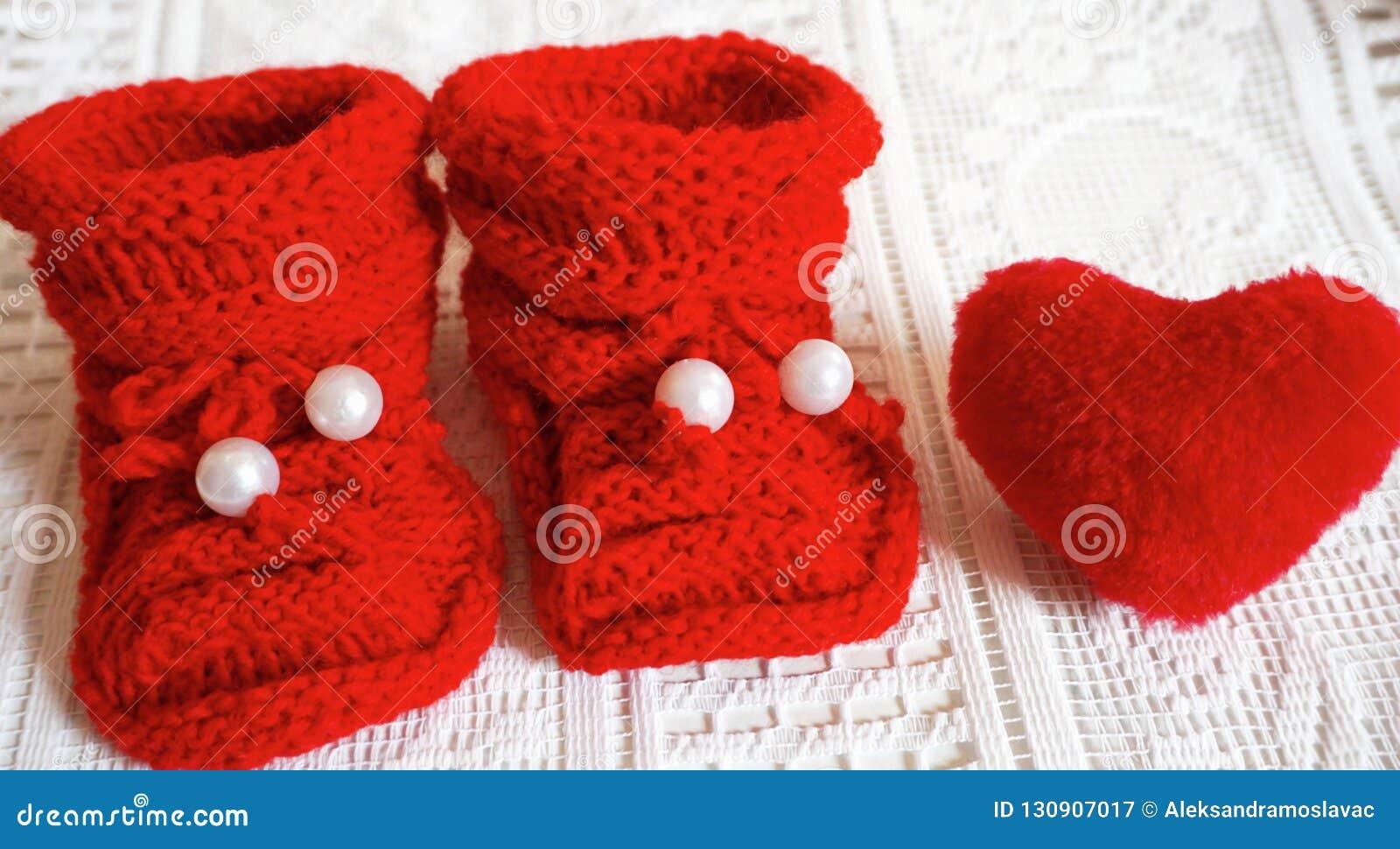 Deslizadores recién nacidos del bebé del punto