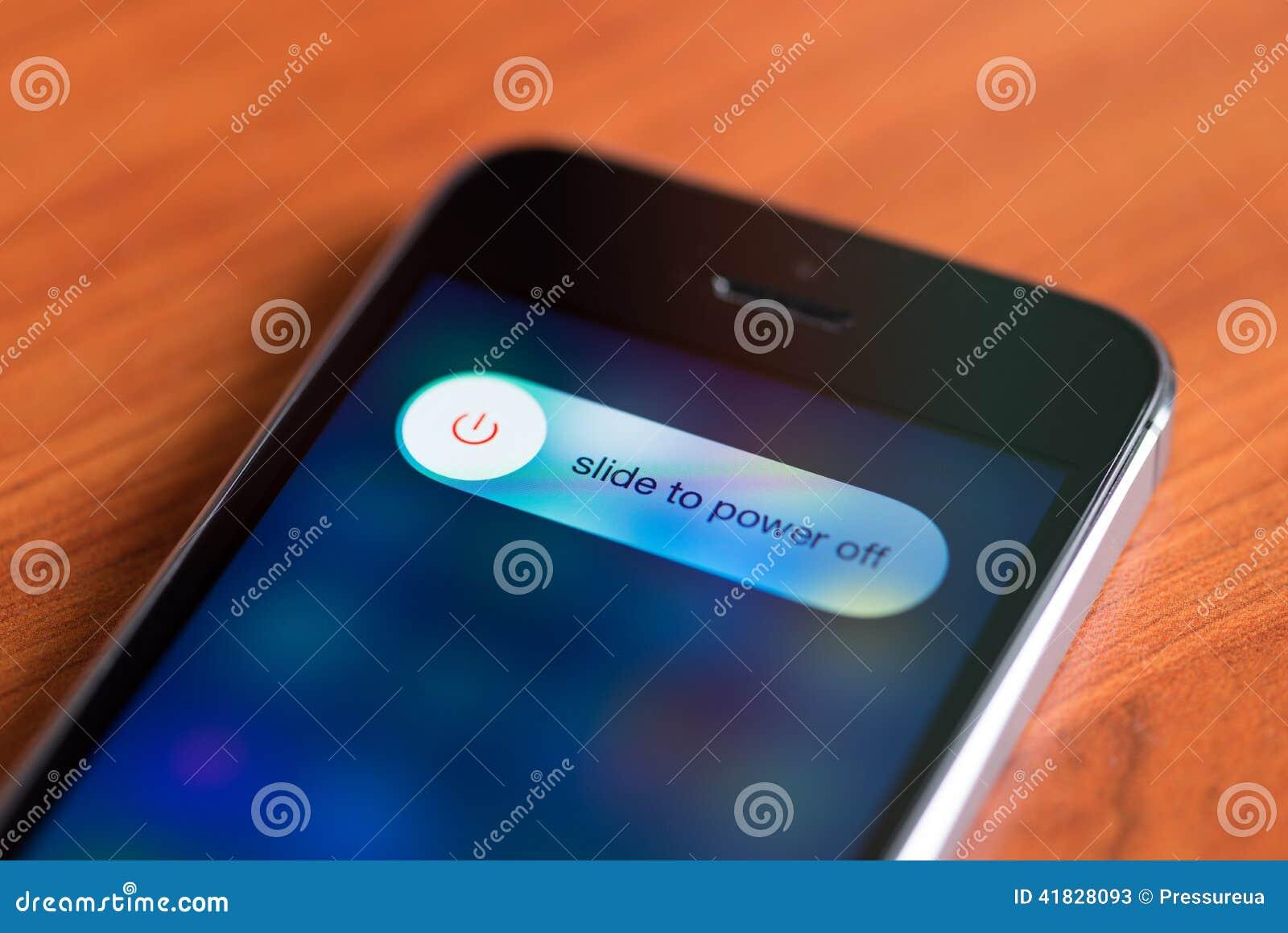 Deslize às opções do sem energia no iPhone 5S de Apple