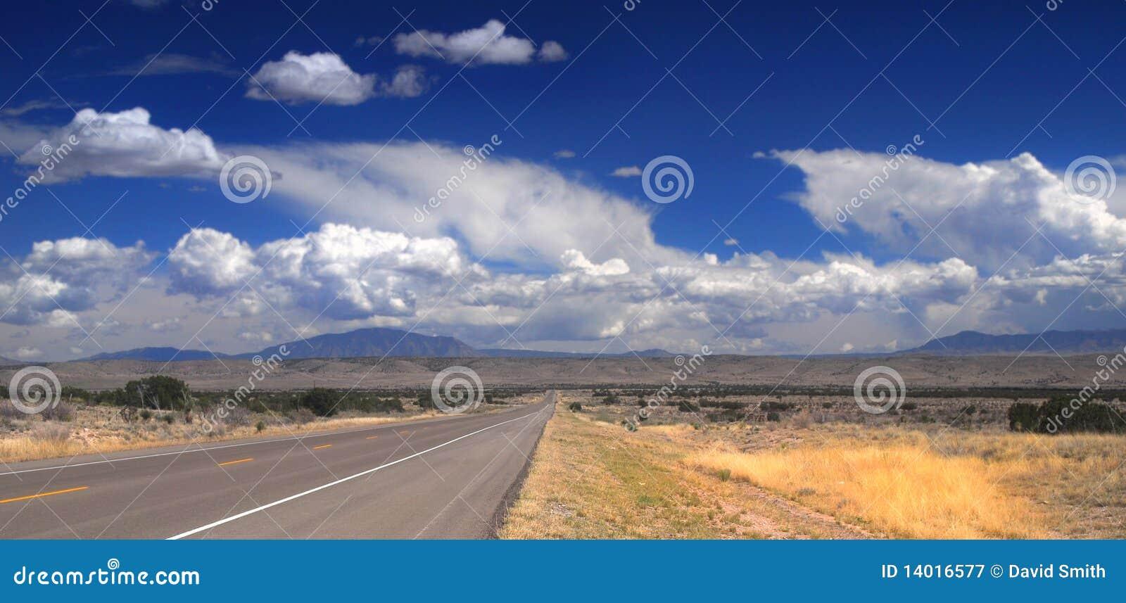 Desolate Straße in New-Mexiko
