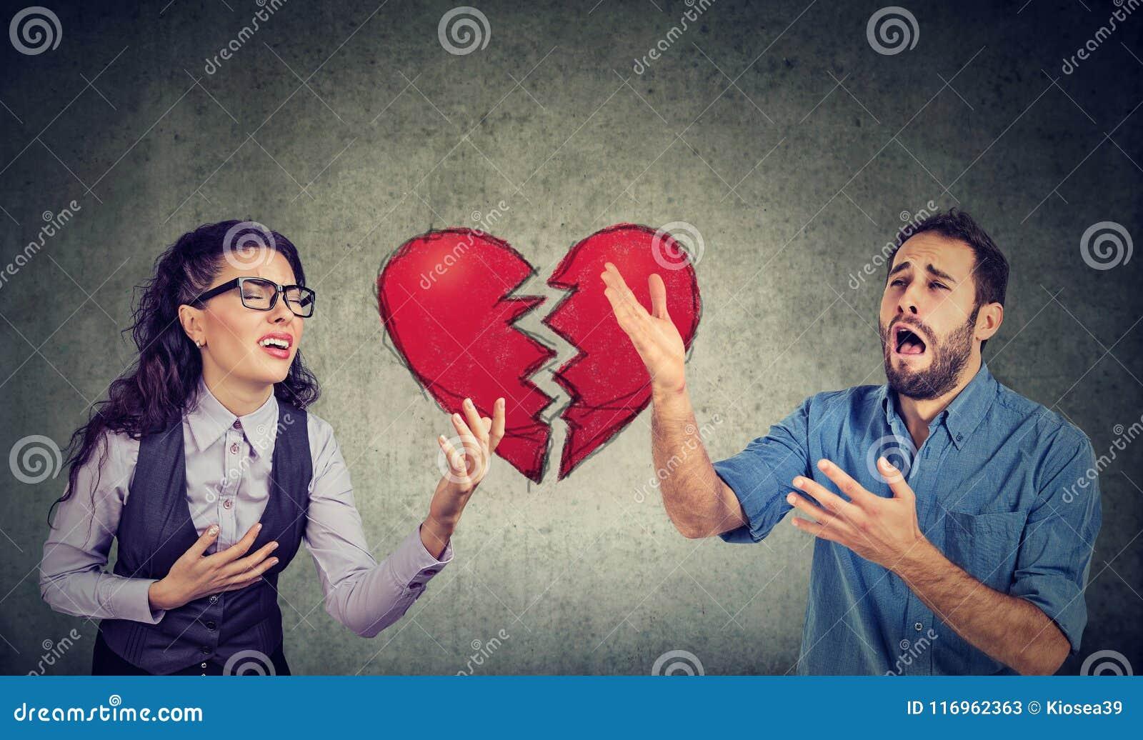 Desperat ung förkrossad parman och kvinna