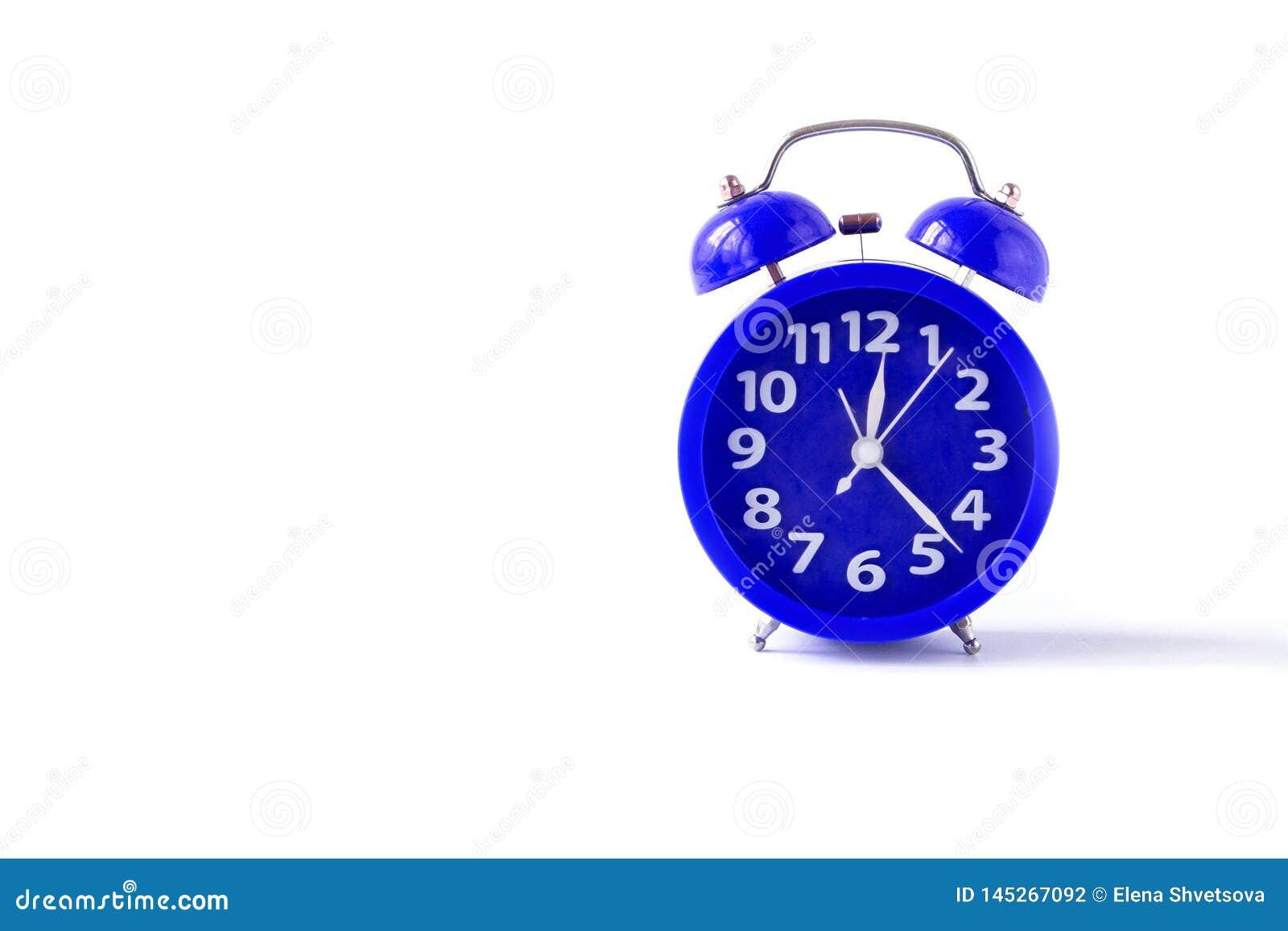 Despertador da cor azul Isolado em um fundo branco Front View