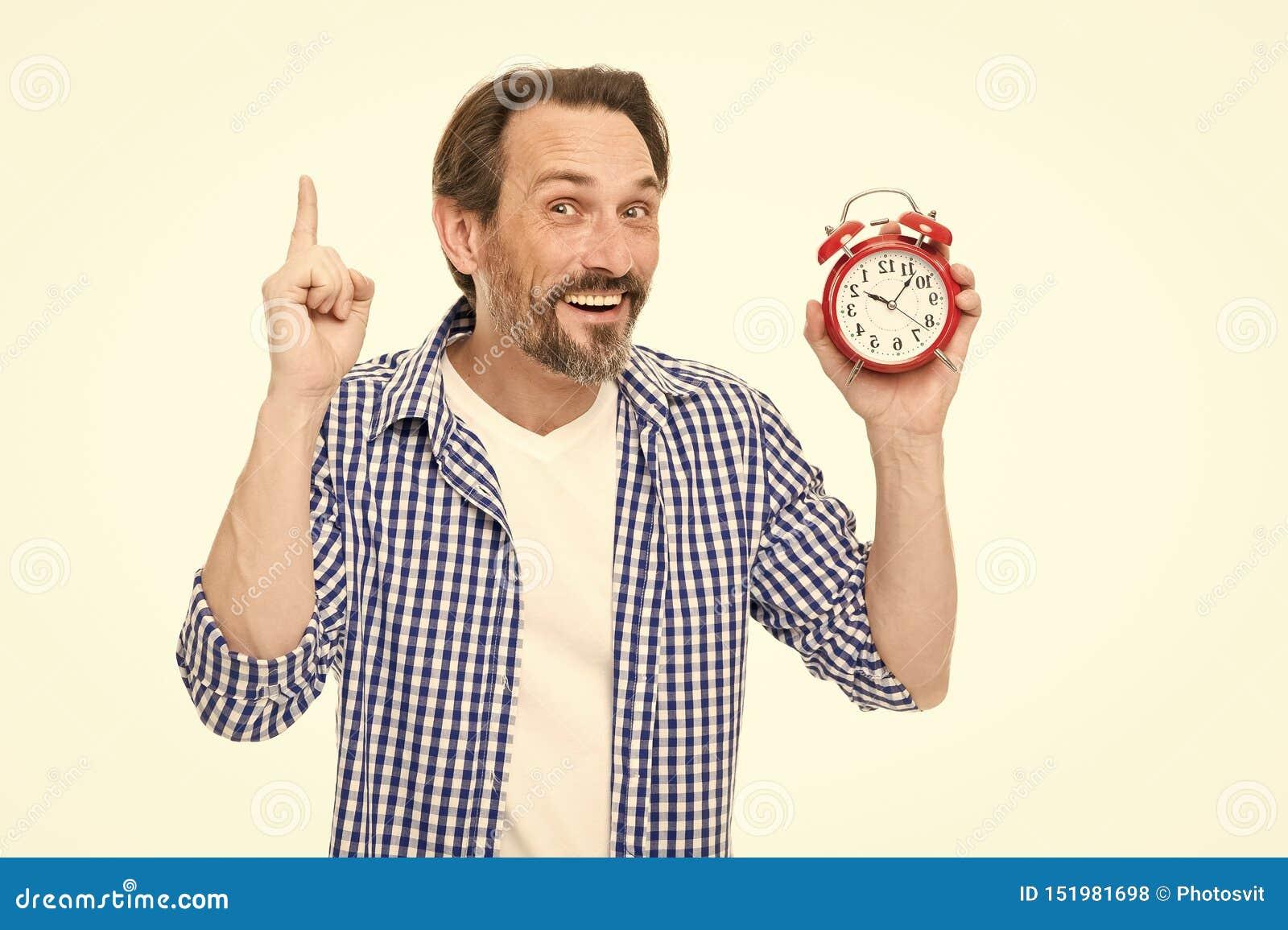 Despertador da posse do estilo ocasional do homem Gest?o de tempo e procrastina??o Tome o controle do tempo Verifique o tempo Ide