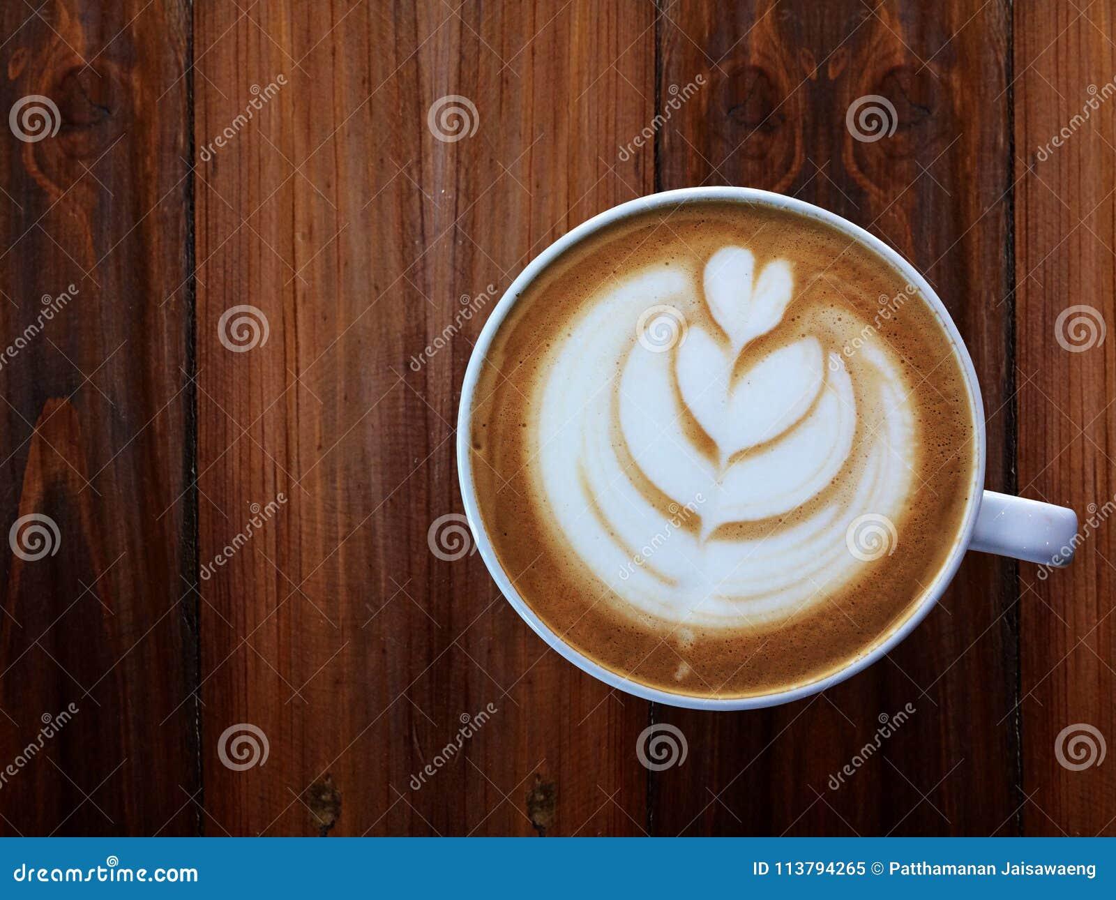 Despierte y la energía completa del terraplén, taza de amor, café del arte del latte del corazón