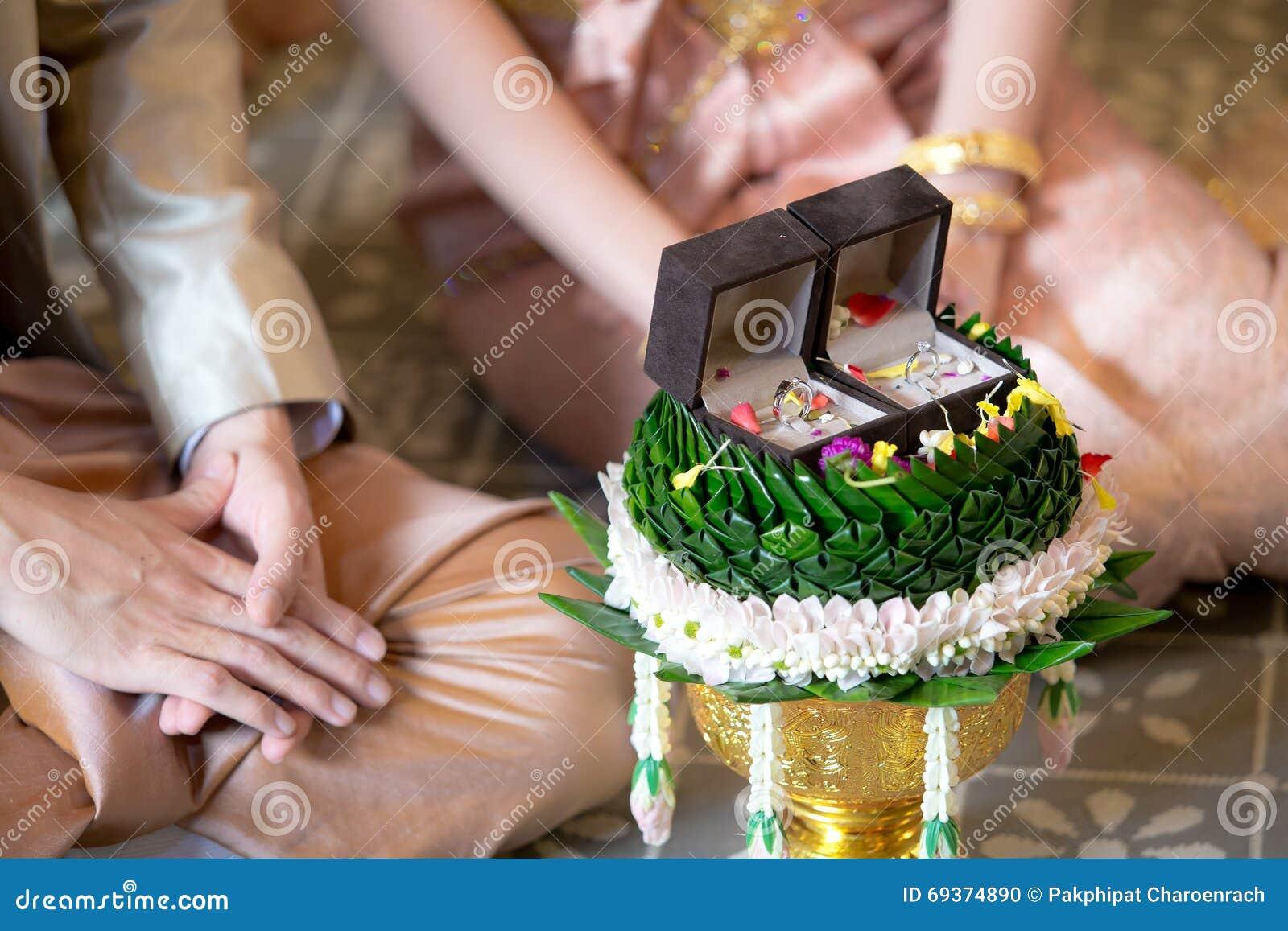 Desposorio y anillos de bodas/boda tailandesa tradicional - (Selec