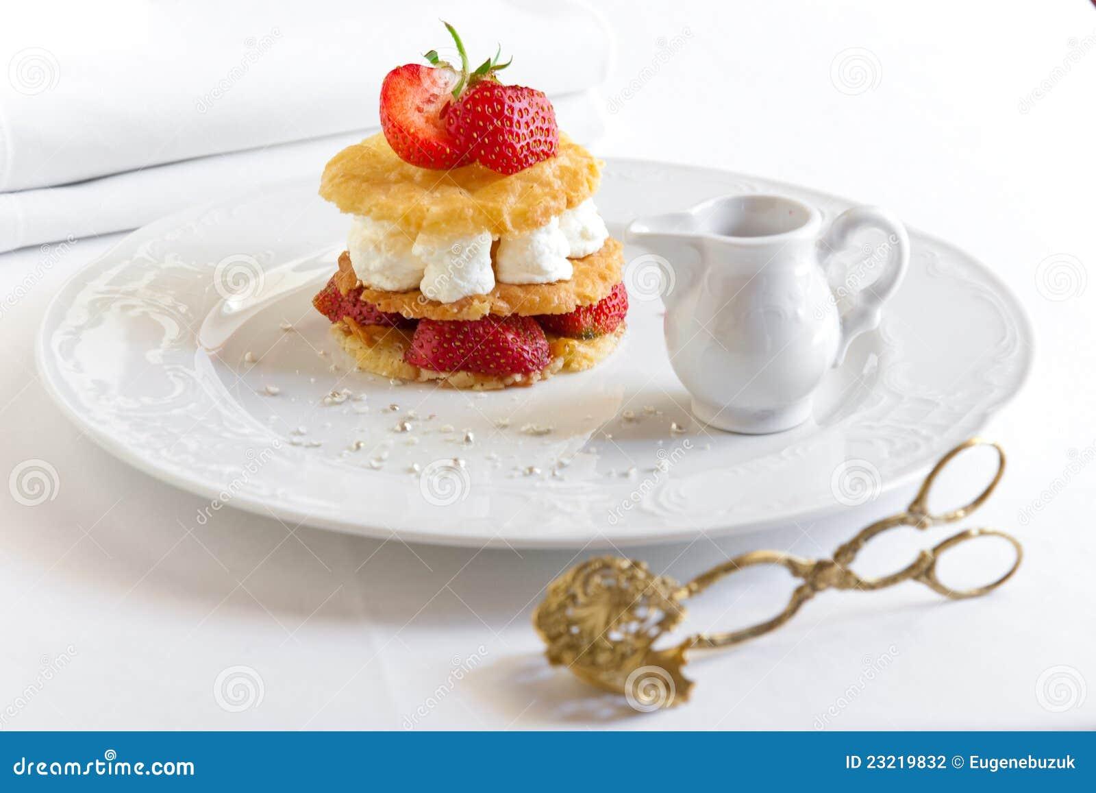 dessert avec des fraises photographie stock image 23219832