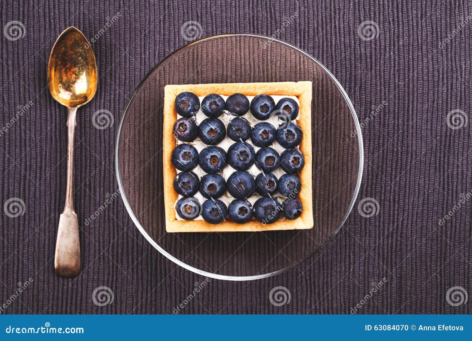 Download Dessert avec des myrtilles photo stock. Image du boulangerie - 63084070