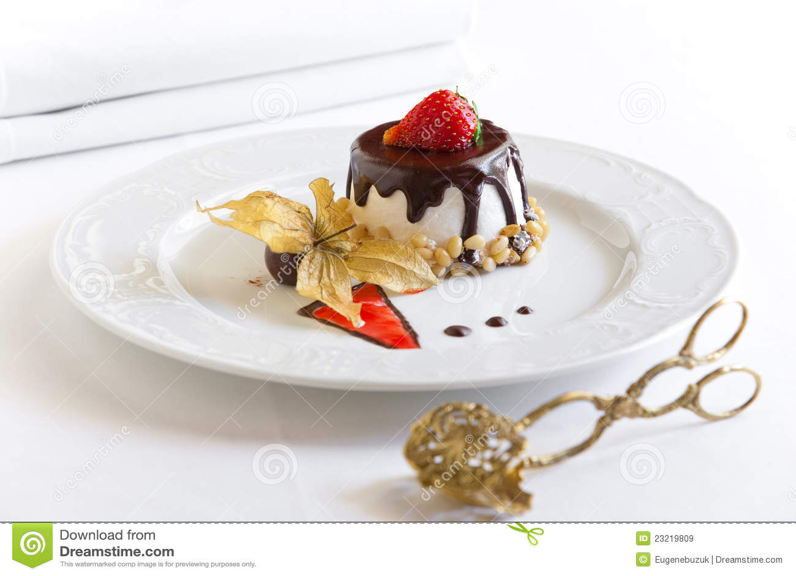 dessert avec du chocolat images libres de droits image 23219809