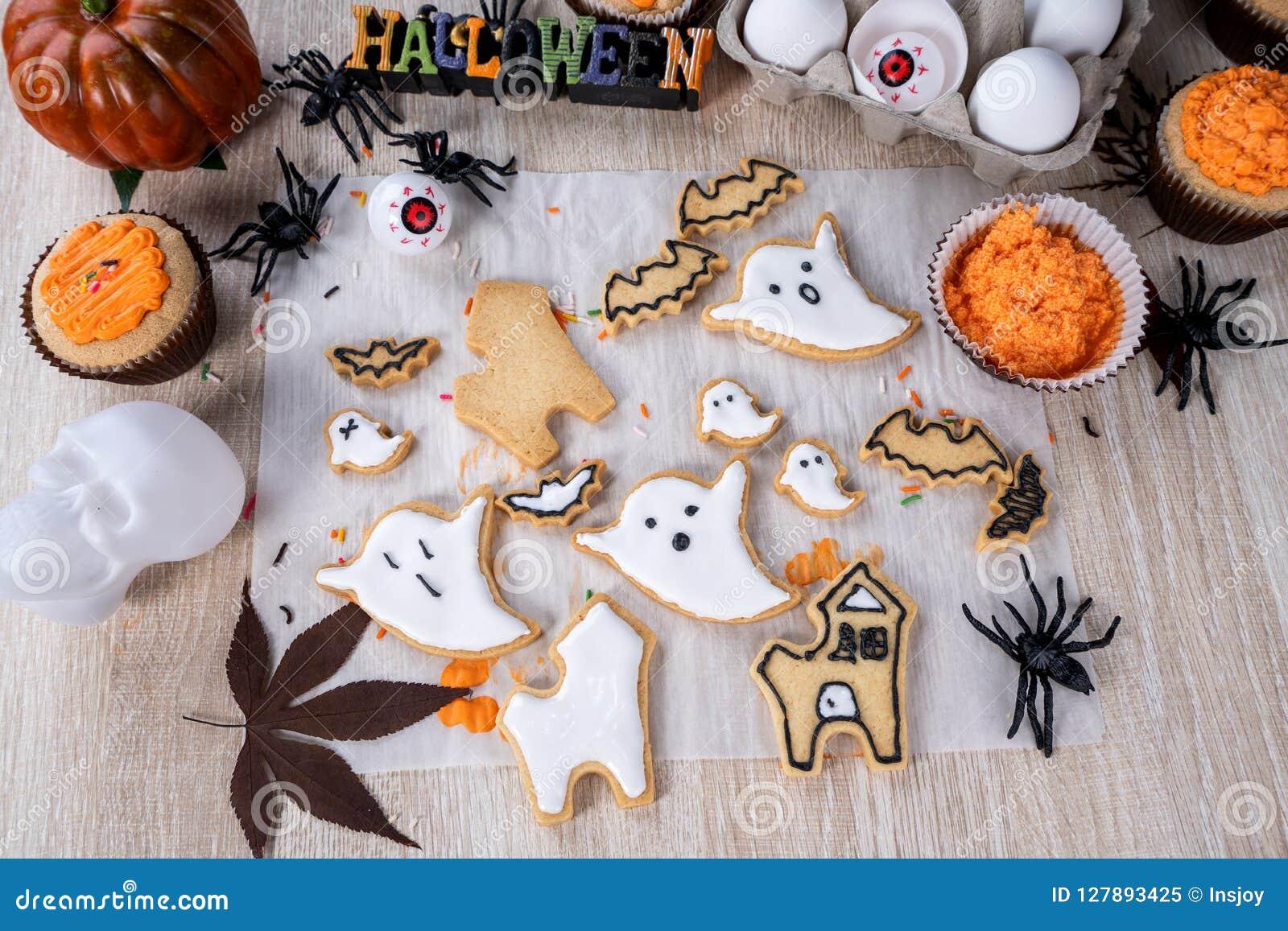 Dessert De Decoration Fait Maison Frais De Halloween Avec Le Fantome Image Stock Image Du Avec Maison 127893425