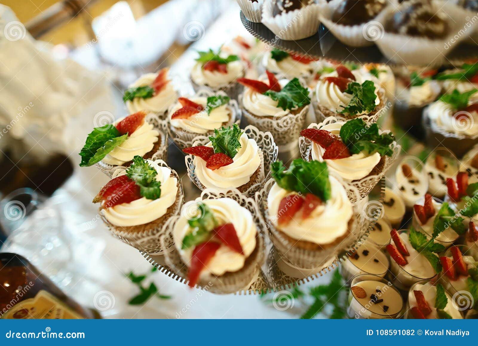 Buffet Di Dolci E Frutta : Dal buffet di dolci al chiar di luna ecco le tartellette alla