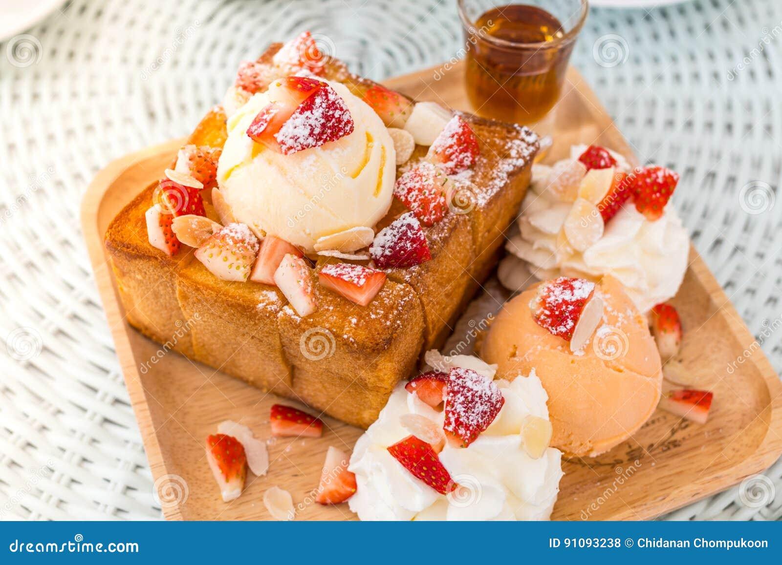 Dessert honey toast