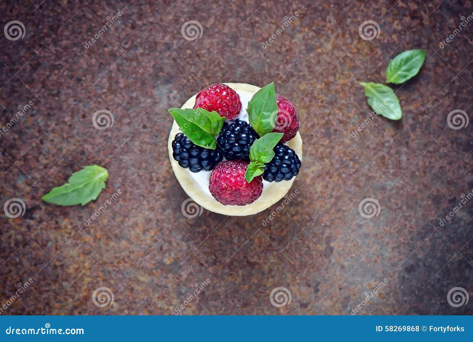 Dessert met verse bessen