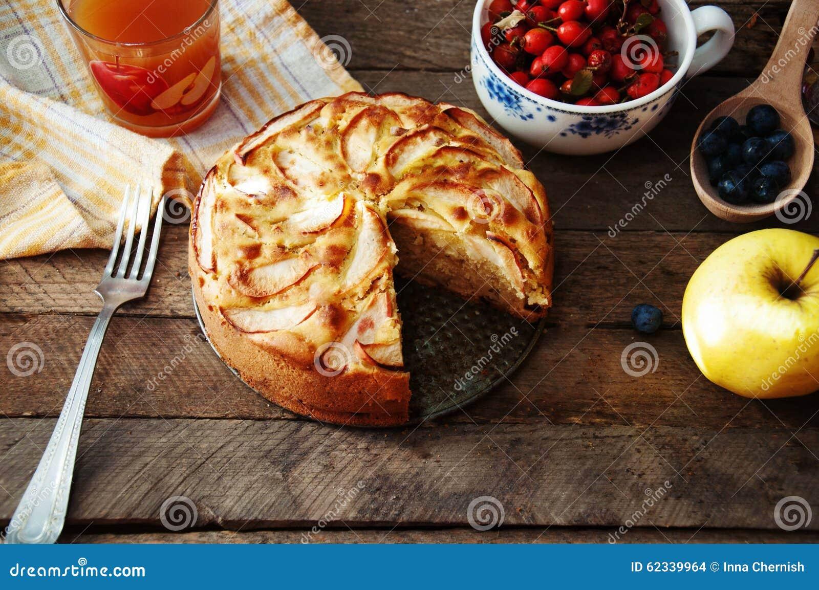 Tavola Da Mangiare.Dessert Organico Casalingo Della Torta Di Mele Pronto Da
