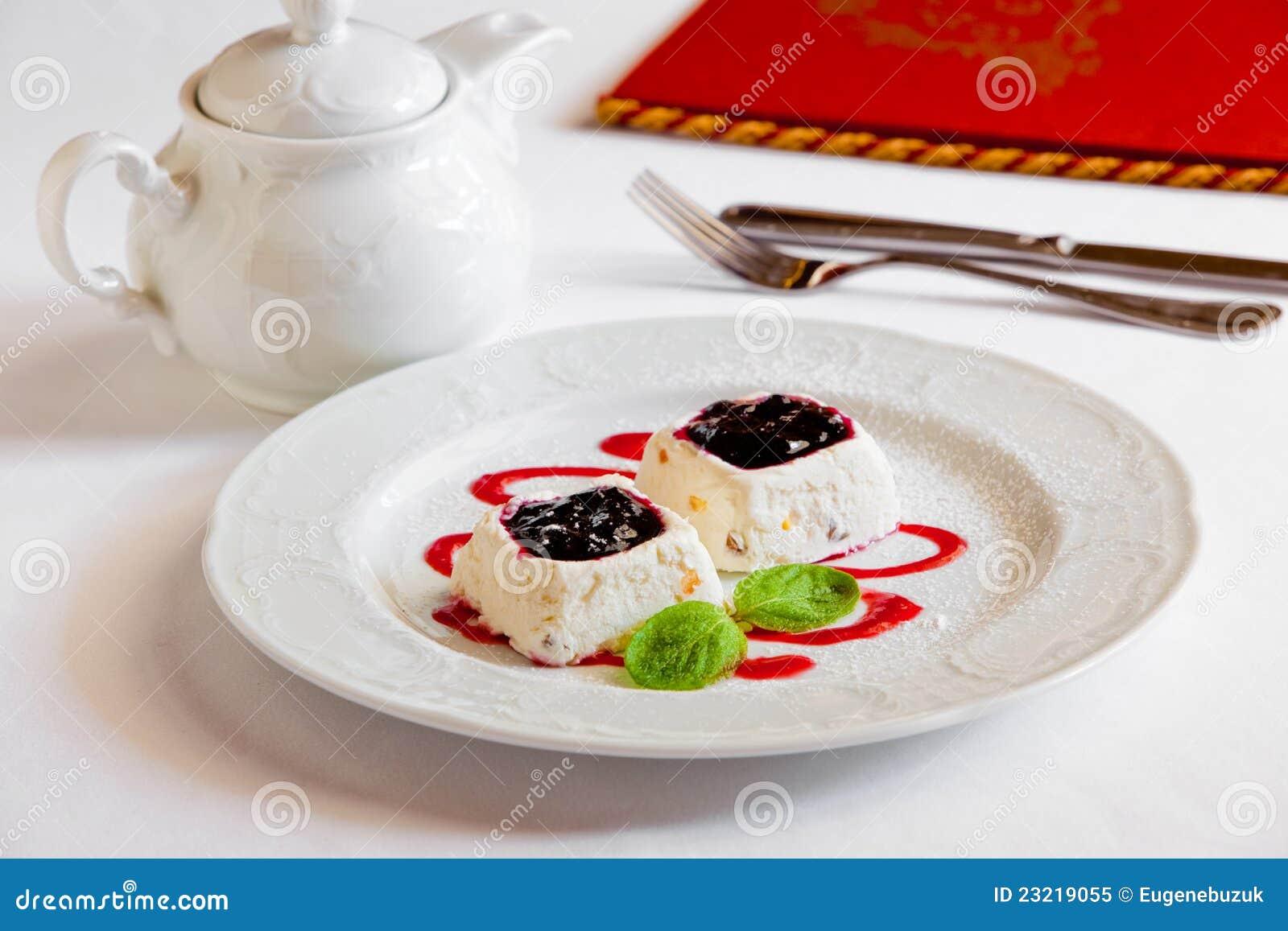 Dessert sur la table photo libre de droits image 23219055 for La table a dessert