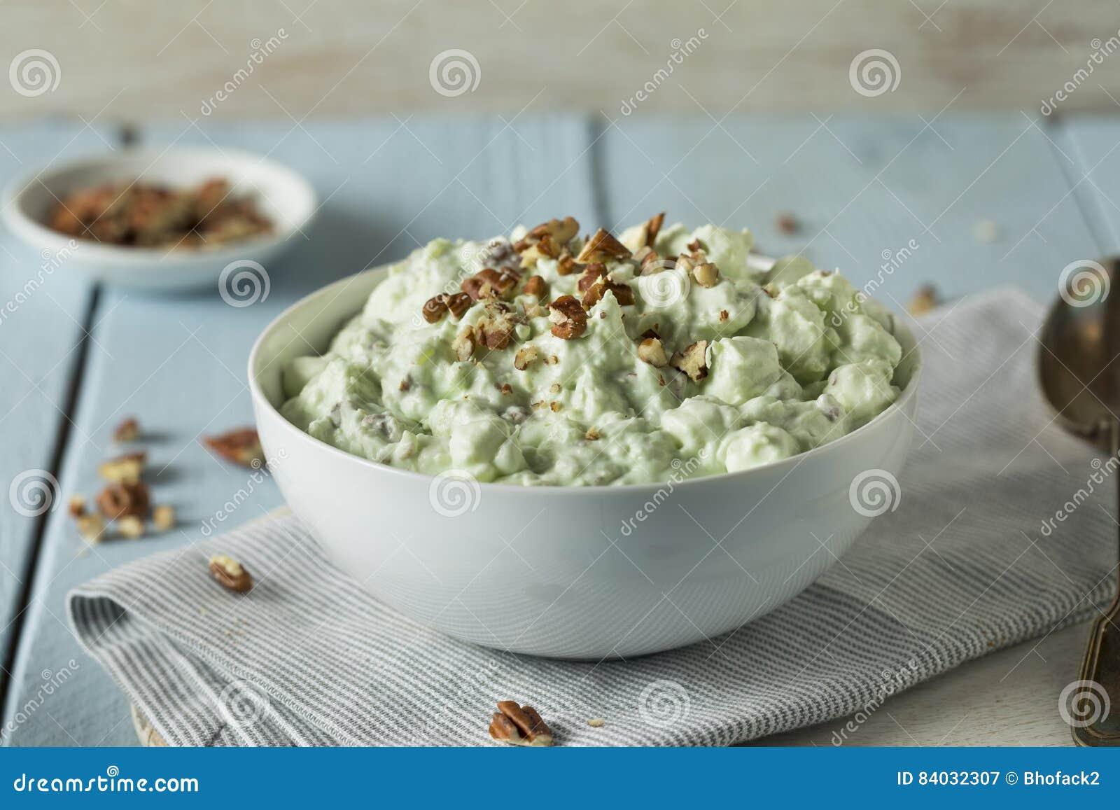Dessert verde casalingo della lanugine del pistacchio