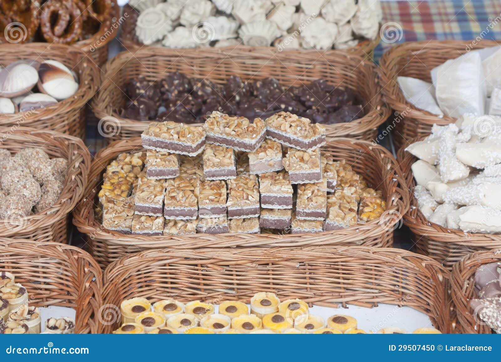 Desserts in rieten manden