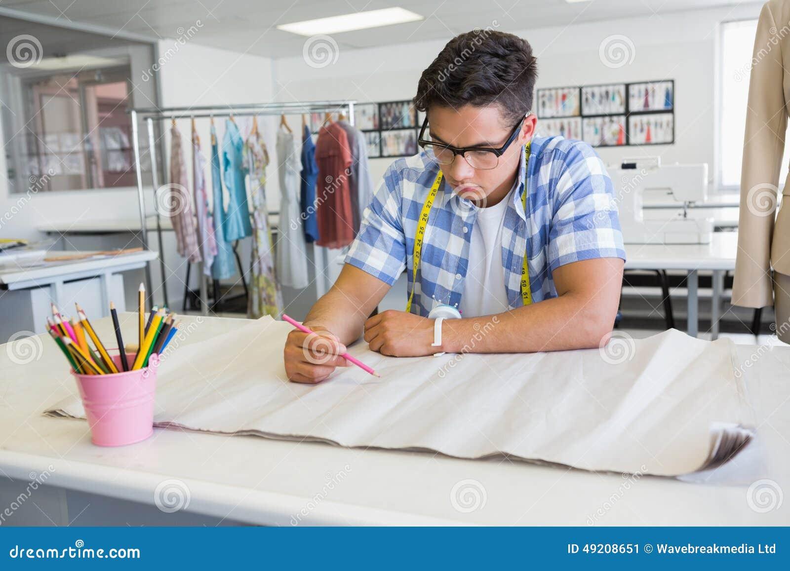 Dessin Concentre D Etudiant Universitaire Sur Le Papier Image Stock