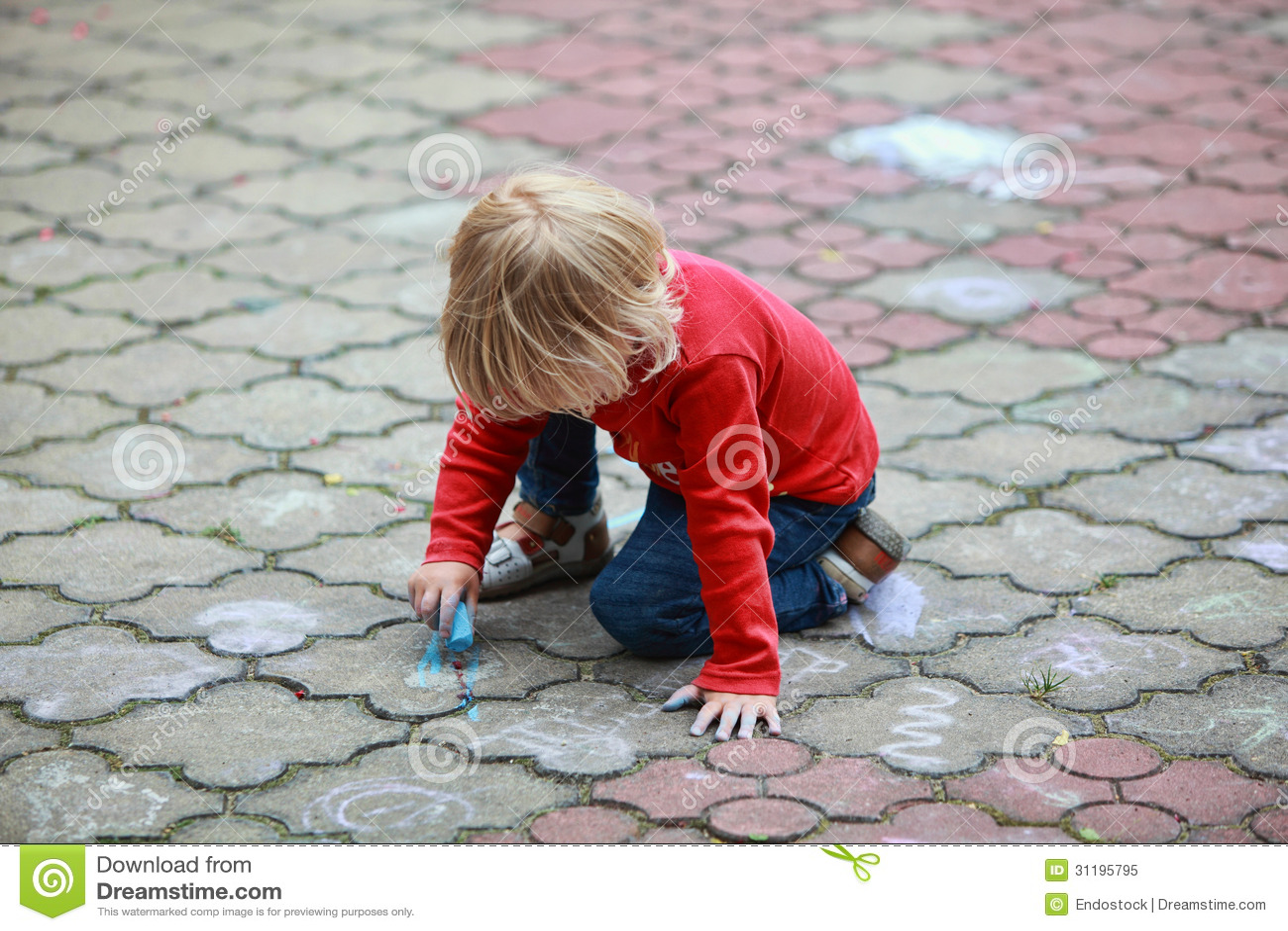 Dessin d 39 enfant avec la craie image stock image du - Image dessin enfant ...
