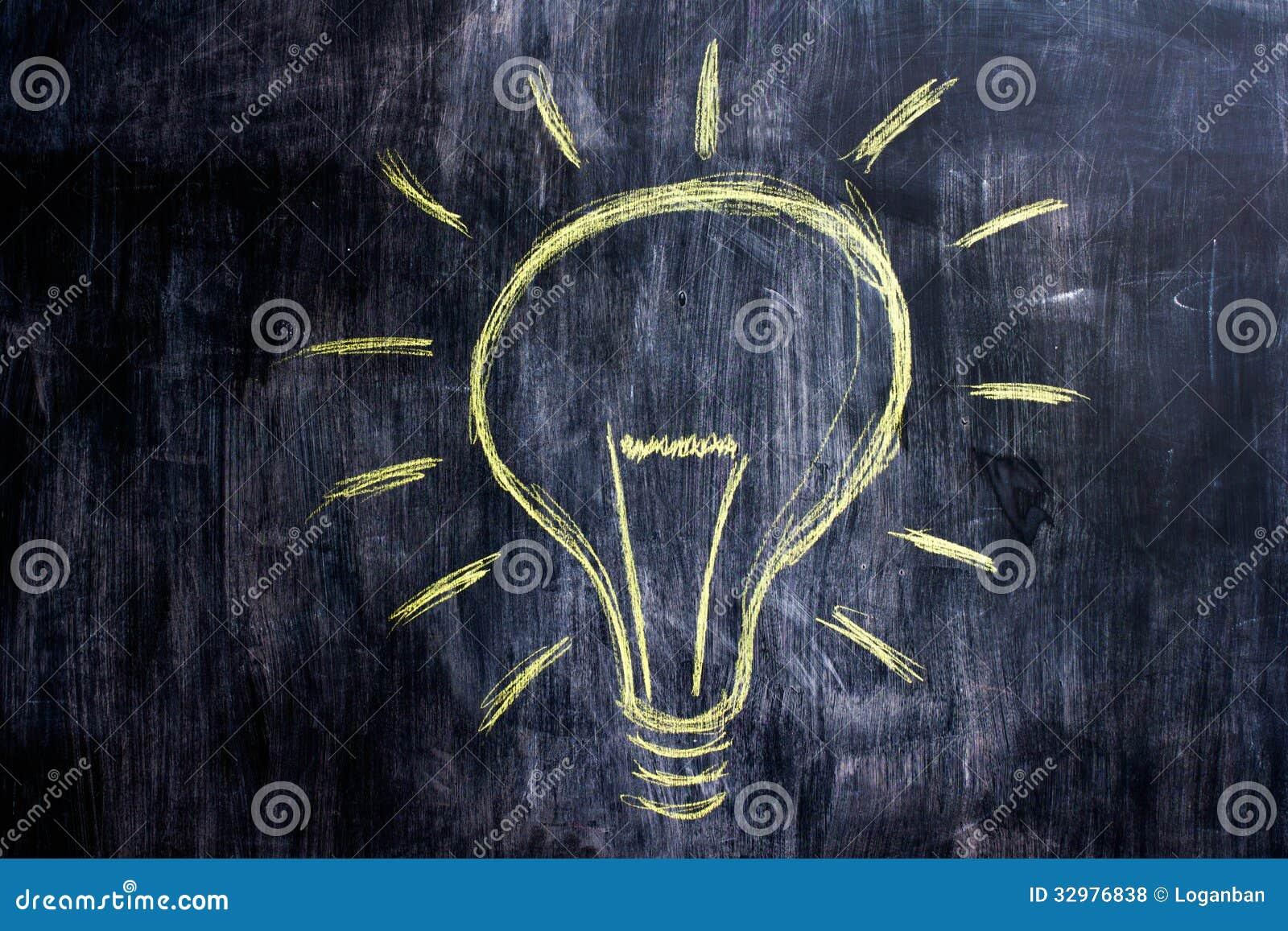 Dessin de craie d 39 ampoule sur le tableau noir photos for Ecrire sur un tableau noir