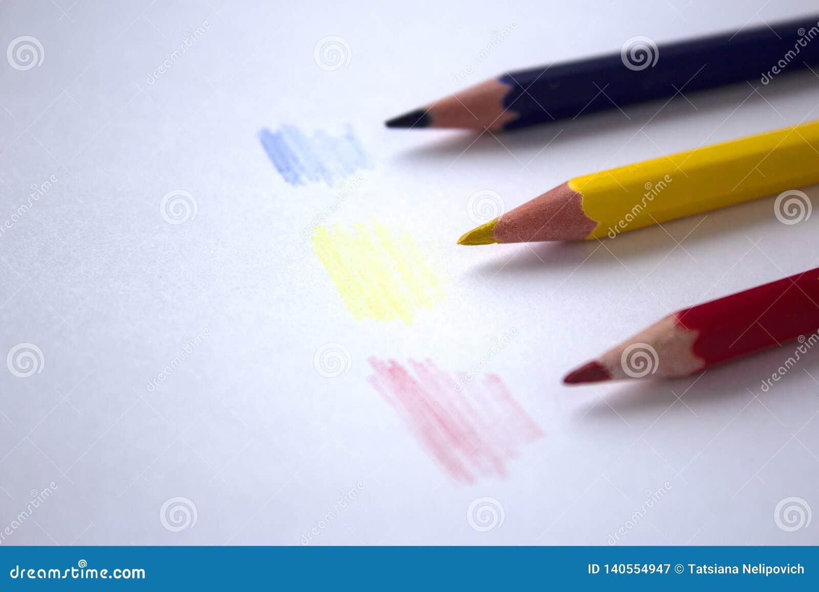 Dessins au crayon colorés