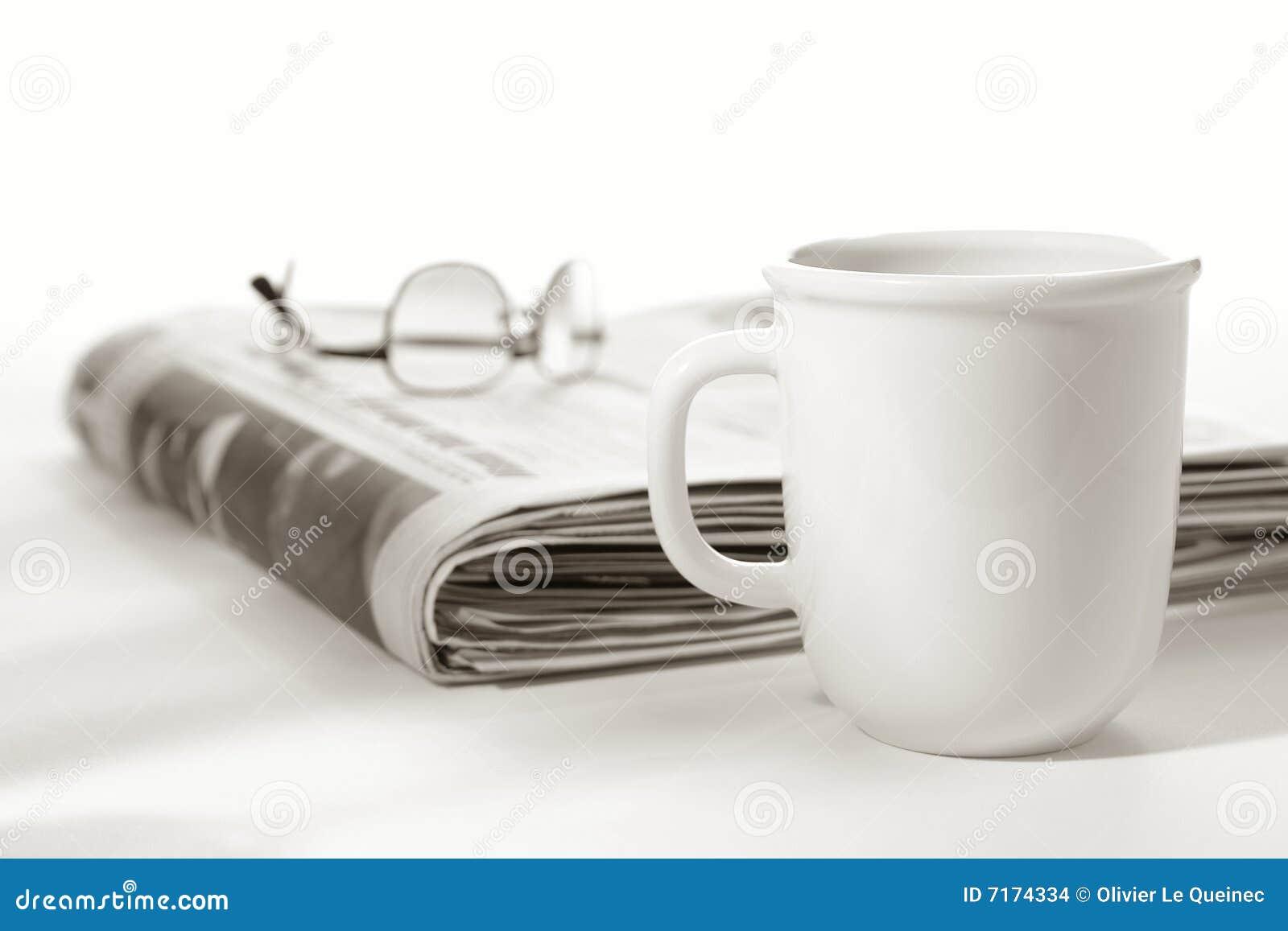 Dessus de journal en verre de cuvette de café