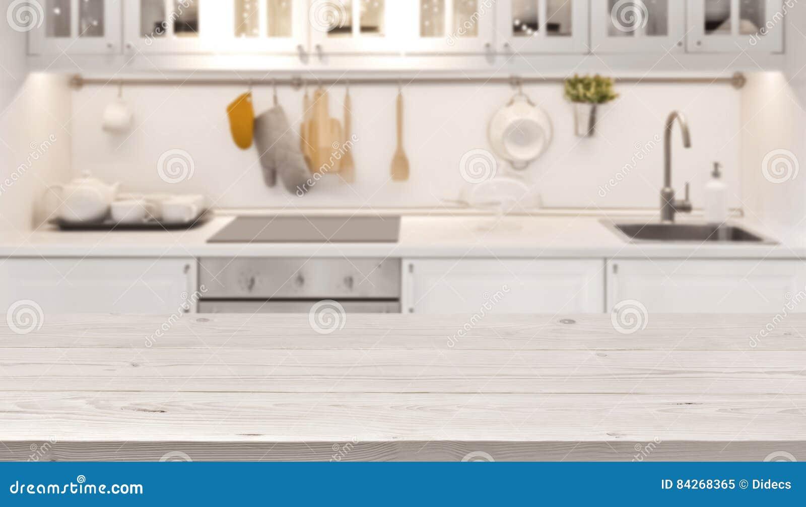 Dessus de table de cuisine et fond de tache floue de faire cuire l intérieur de zone