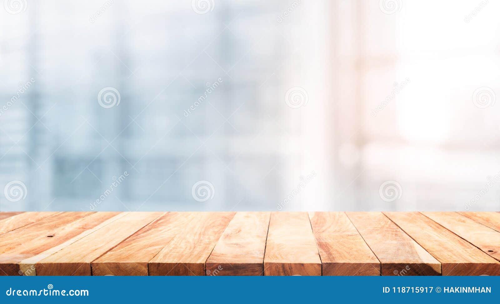 Dessus de table en bois sur le bureau blanc de forme de fond de