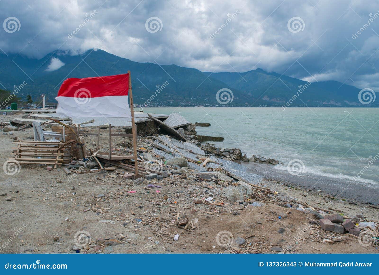 Destructivo en la playa de Talise después tsunami golpe Palu On del 28 de septiembre de 2018