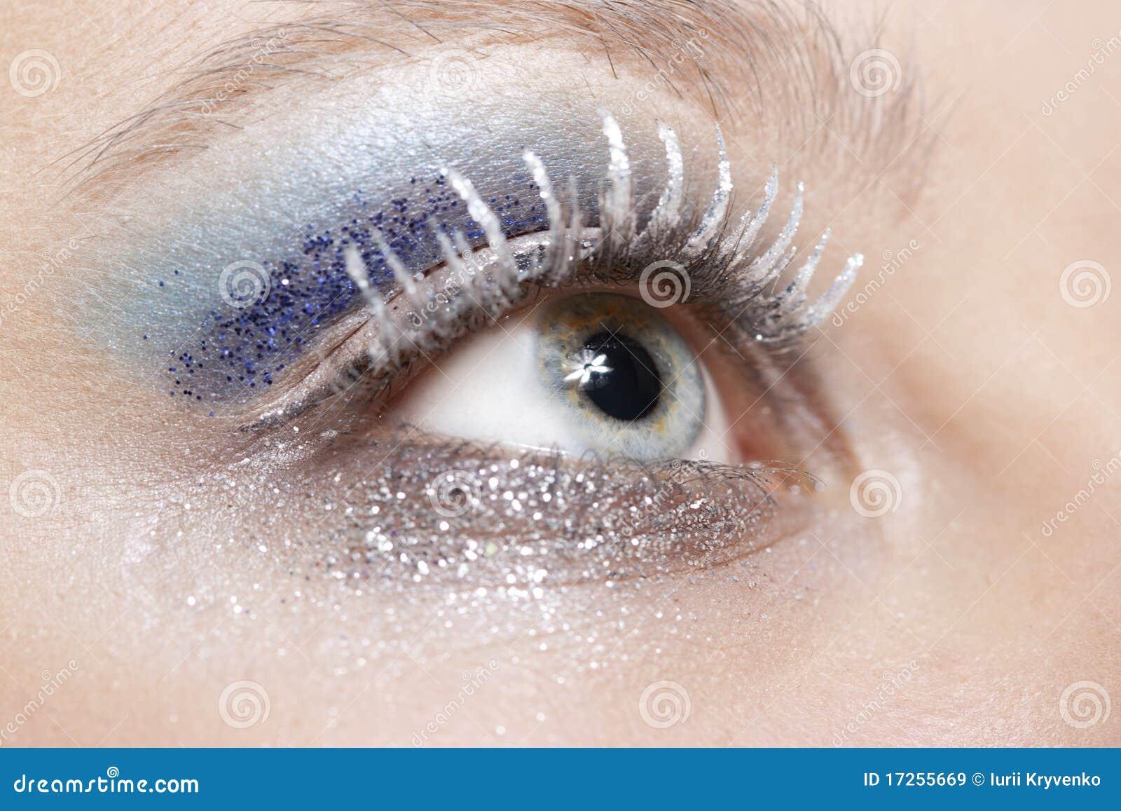 Det blåa ögat gör silver att sparkle upp