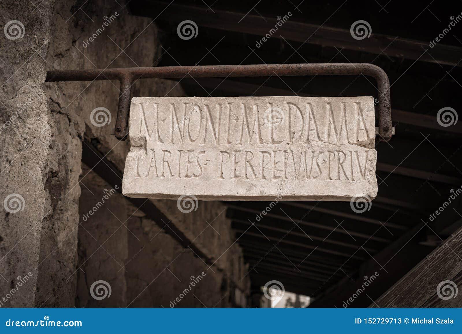 Det forntida hemmet undertecknar in den historiska Pompei staden