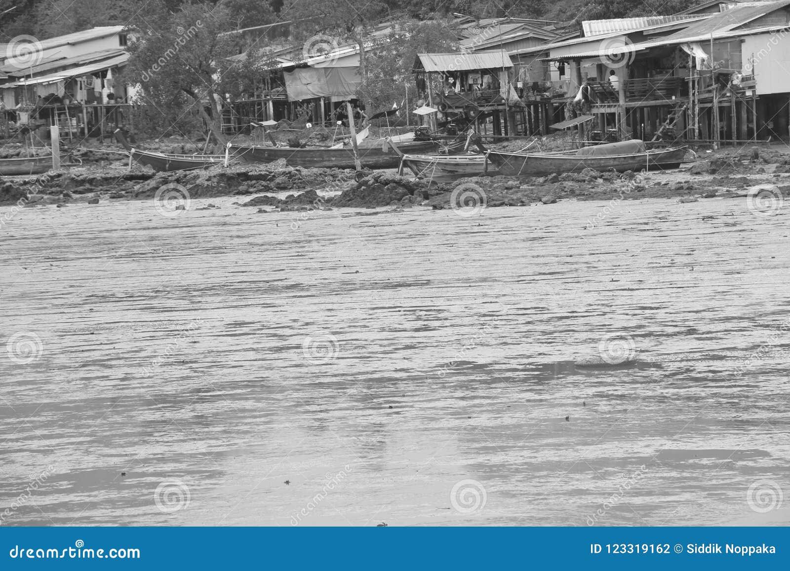 Det gamla byhavet kostar svartvit legend