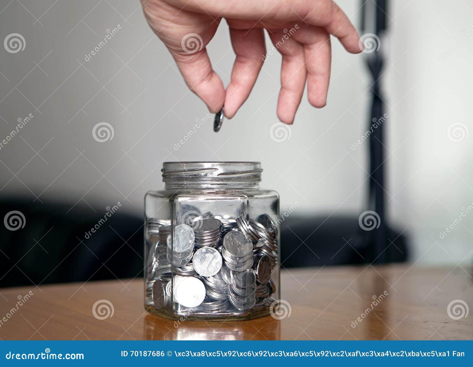 Det Glass kruset med myntar