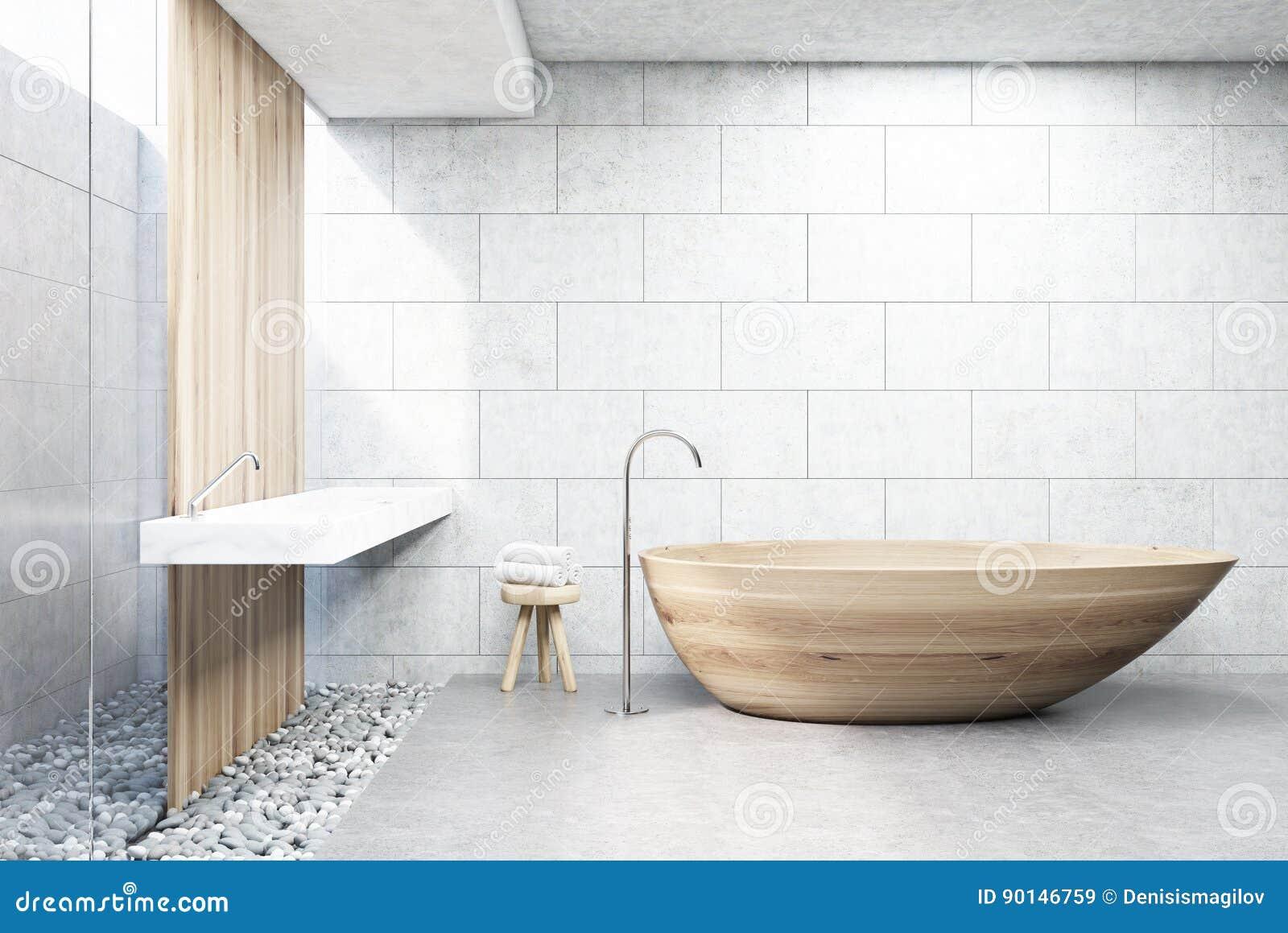 Det gråa tegelstenbadrummet som är trä badar, beklär