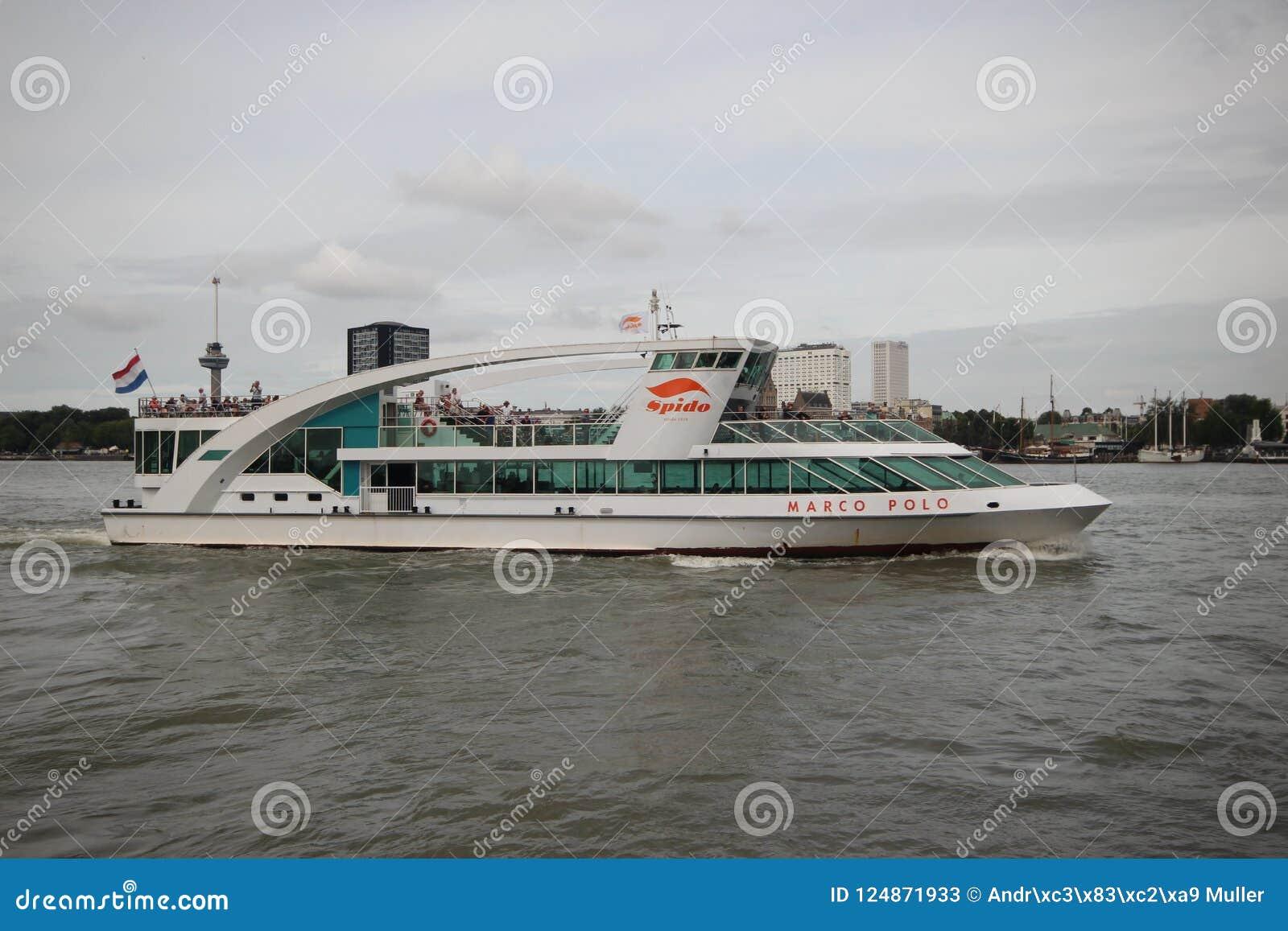 Det Marco Polo skeppet av det Spido företaget i Rotterdam