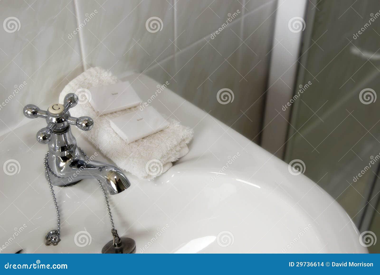 Rent Tvättställ Med Klapp Och Tvål Arkivbilder - Bild: 29736614