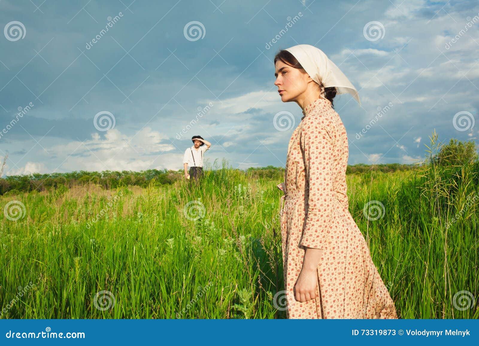 Det sunda lantliga livet Kvinnan och mannen i det gröna fältet