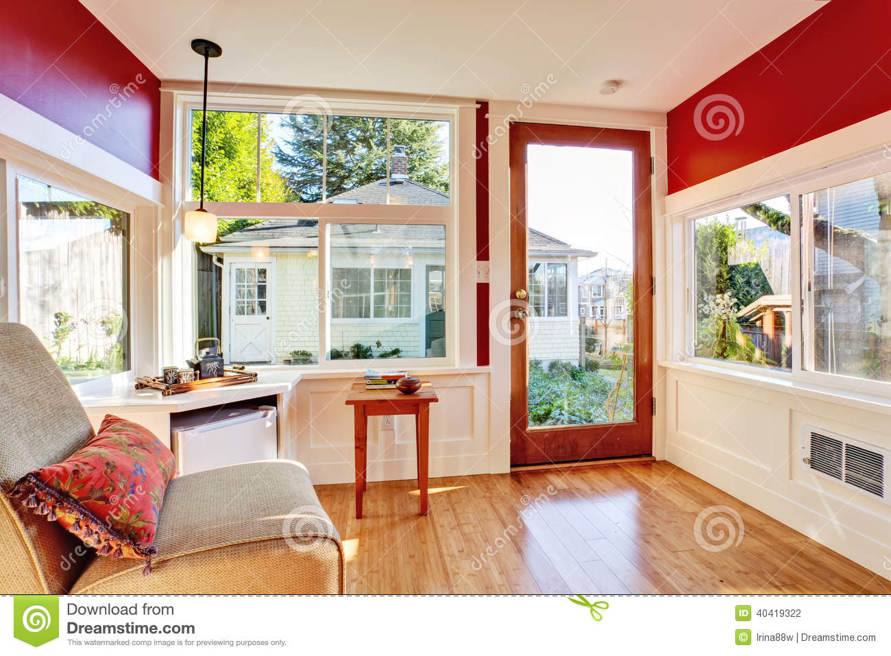 Detached Guest House Vacation Rental Cottage. INterior ...