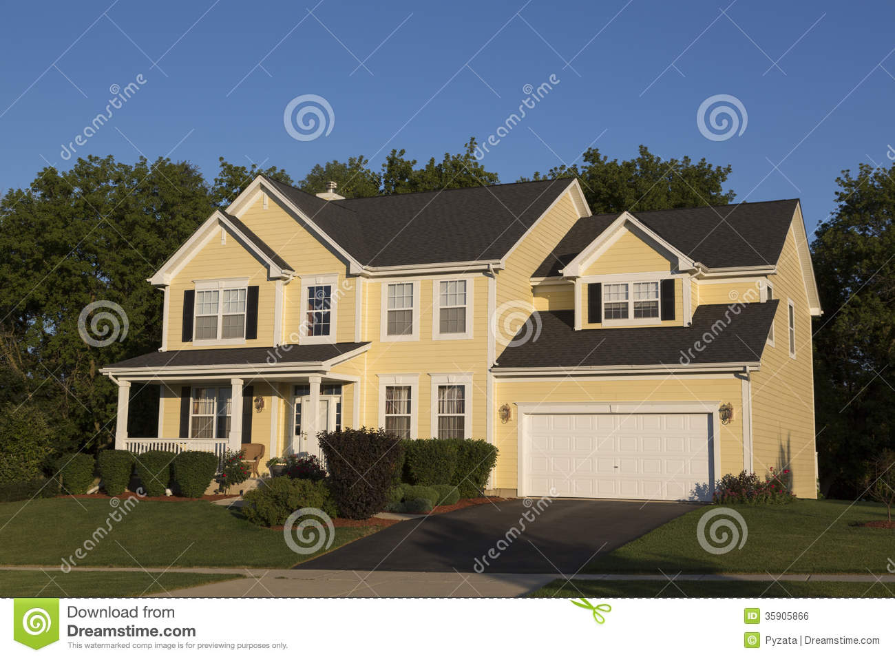 Detached house stock photo image of large closing for Big beautiful houses