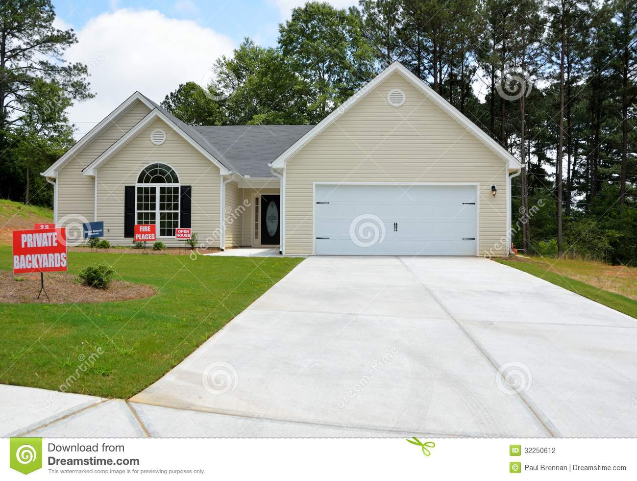 Exceptional One Story Garages For Sale: Detached New Home Stock Photography