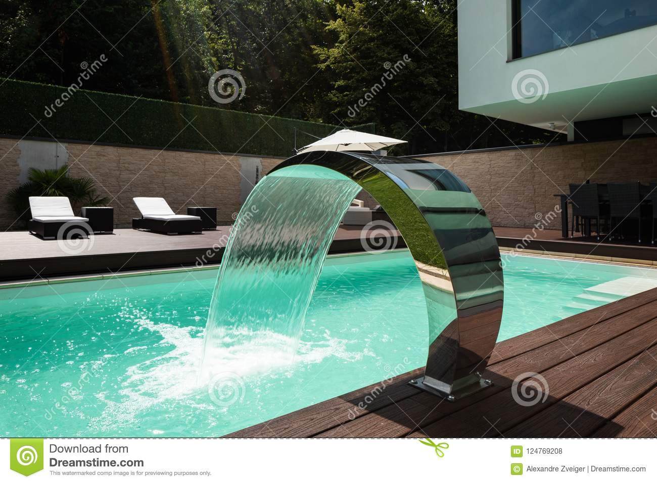 Pool fountain stock images download 14 687 photos for Wetherby swimming pool swim times