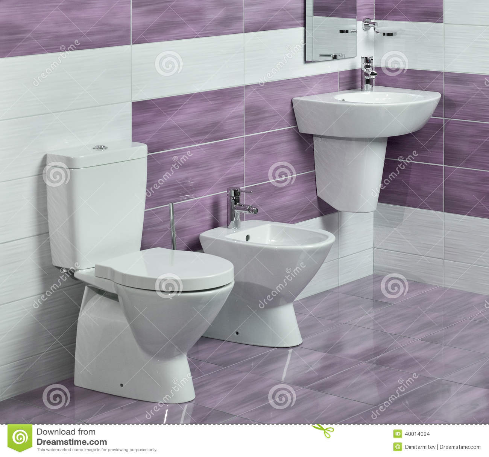 Detail van moderne badkamers met gootsteen toilet en for Bidet salle de bain