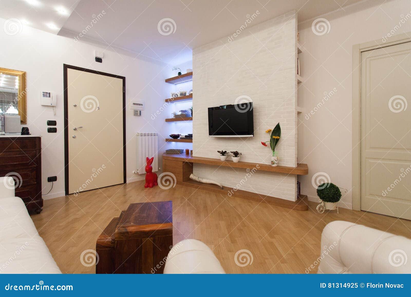 Detail van moderne woonkamer met houten decoratie stock afbeelding