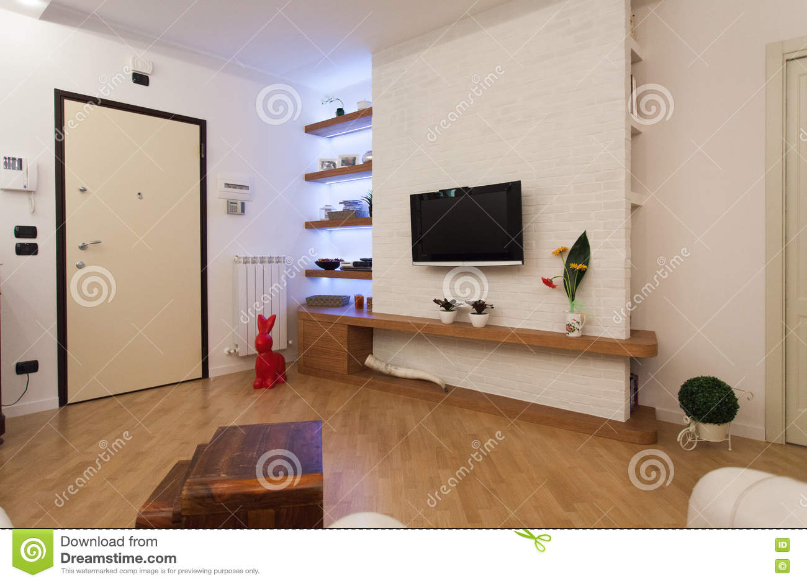 Detail van moderne woonkamer met houten decoratie stock foto