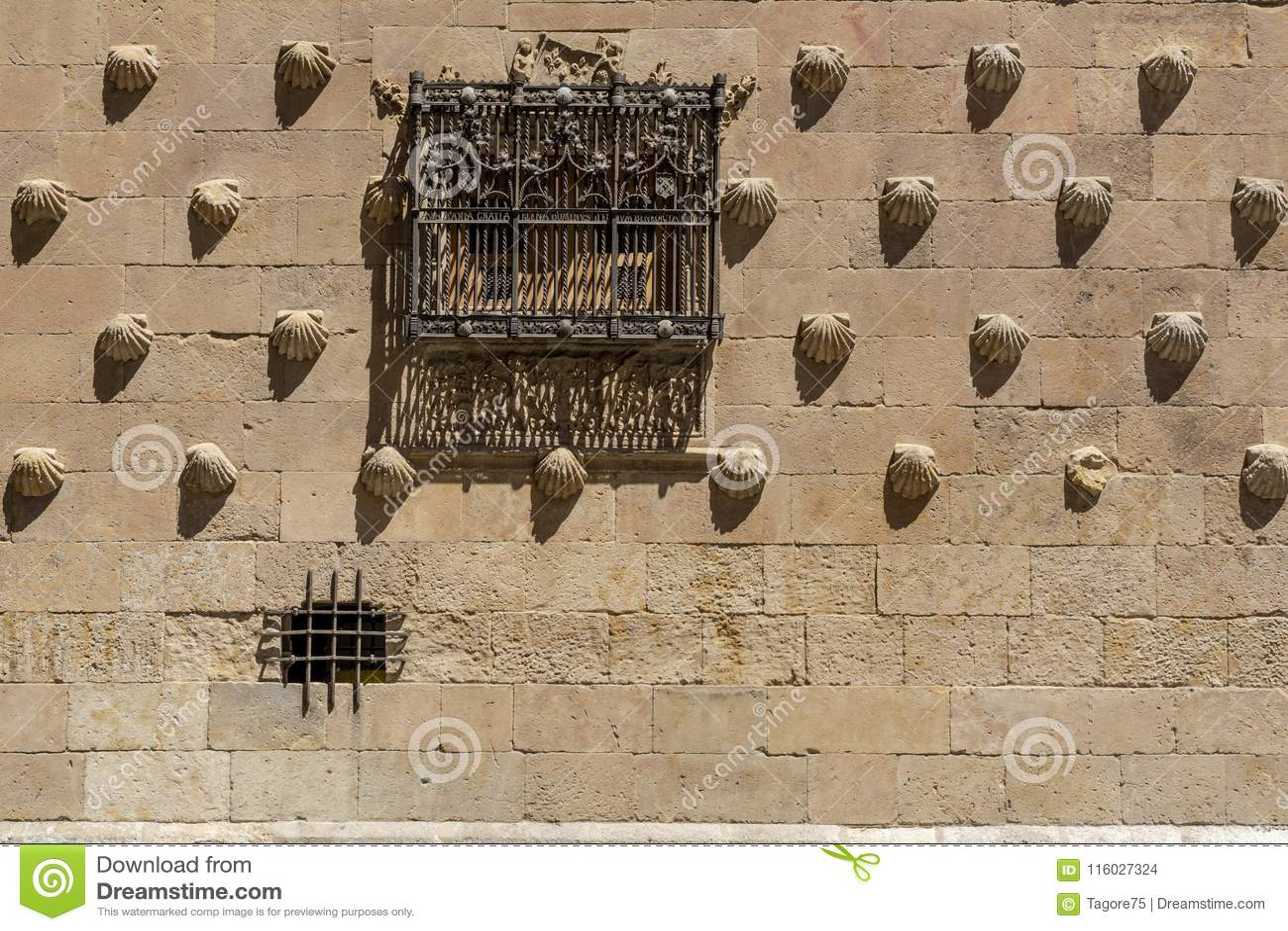 Detail of the windows of the Casa de las conchas