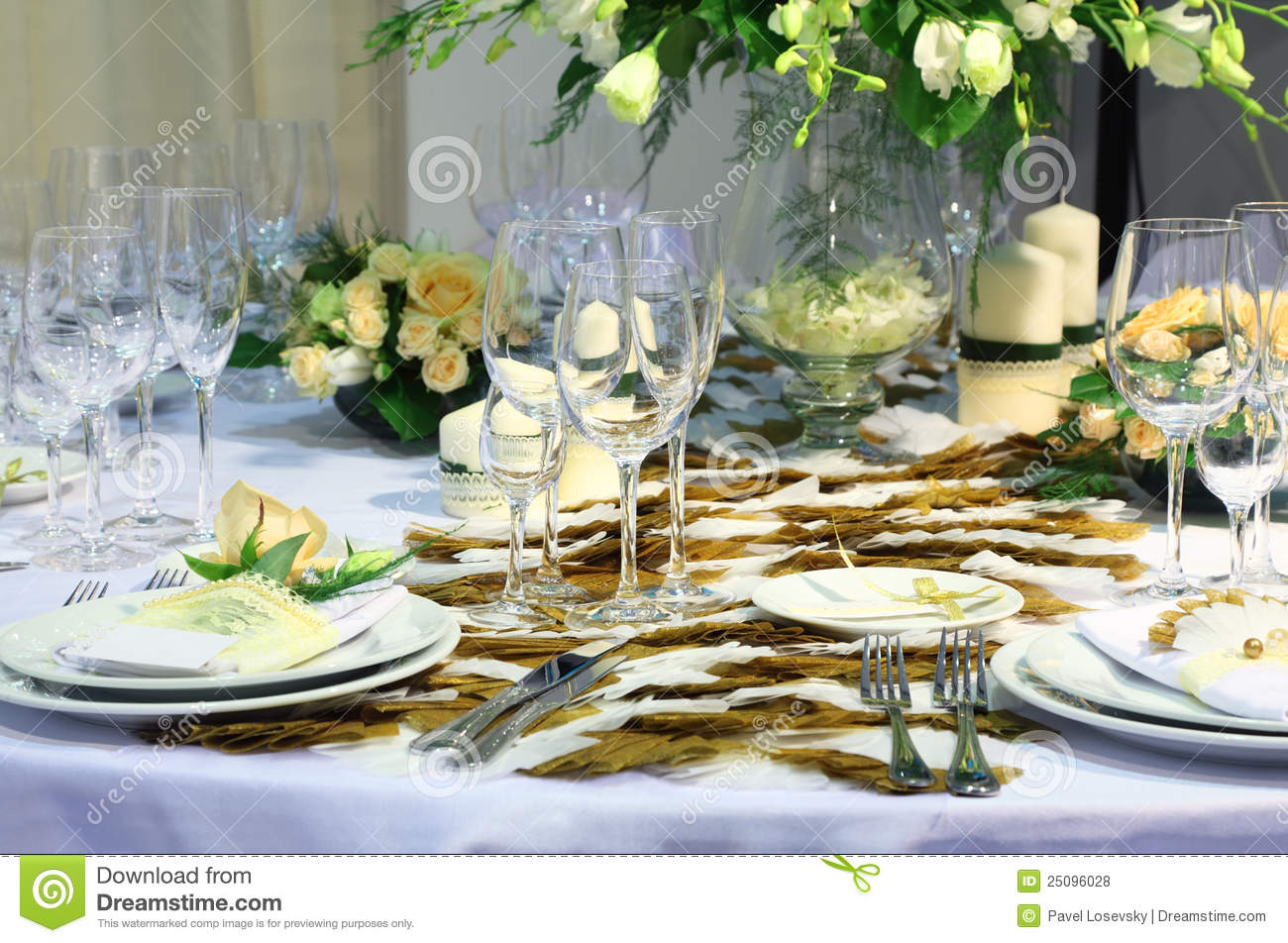 Details of beautiful table set for wedding dinner stock for How to set a beautiful dinner table