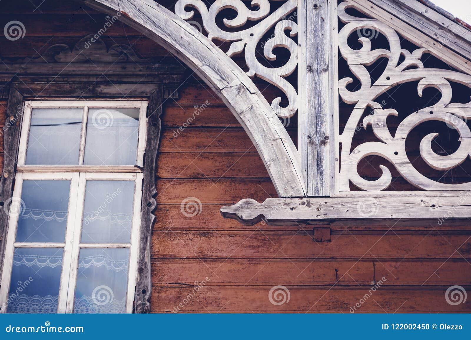 Details der alten historischen hölzernen Architektur, Rakvere, Esto