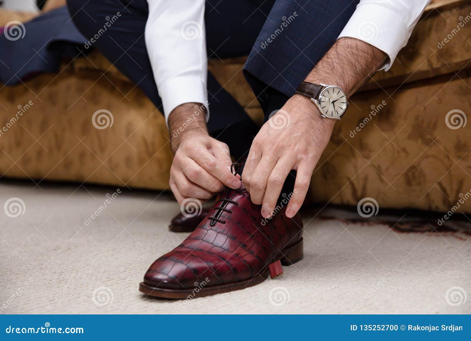newest 223a2 ab6bc Details of elegant men suit.